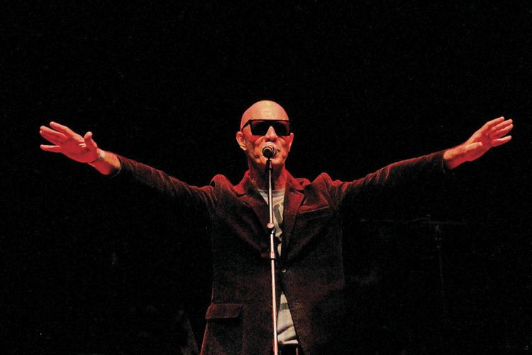 Guilherme Isnard no palco (Foro: Nem Queiroz)