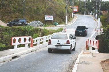 A ponte estreita de São geraldo: um veículo por vez (Arquivo AVS)
