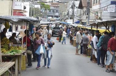 A feira de Olaria: mudança enfrenta resistência de feirantes e moradores (Fotos de Henrique Pinheiro)