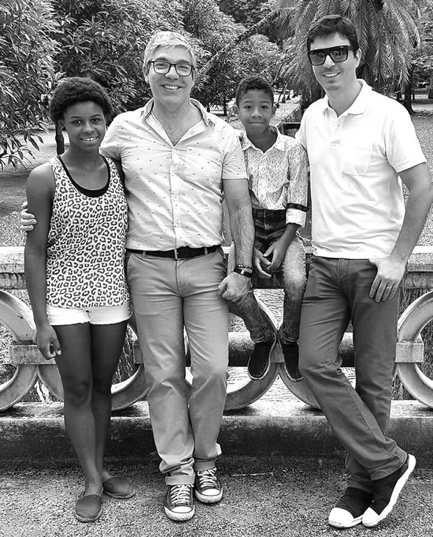 Rafaela, Gilberto, PH e Rodrigo: família mais tradicional, impossível (Arquivo pessoal)