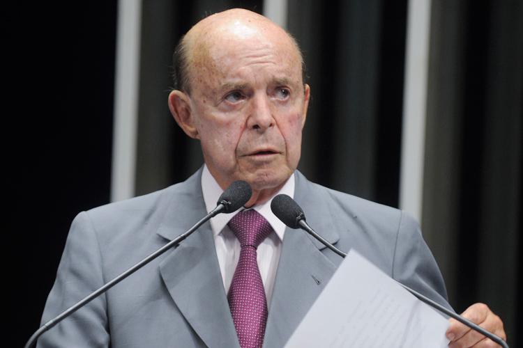 Governador em exercício Francisco Dornelles cogita suspender benefício (Foto: Agência Senado)