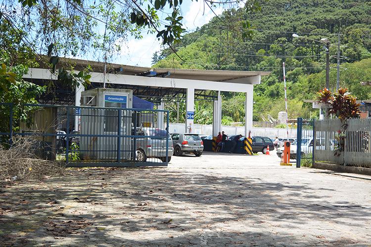 O atendimento no posto do Detran para vistoria anual obrigatória de veículos estava normal na manhã de ontem (Foto: Henrique Pinheiro)