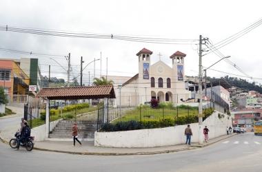 A Praça Lafayette Bravo Filho, onde fica a Igreja de Santa Terezinha (Fotos: Henrique Pinheiro)
