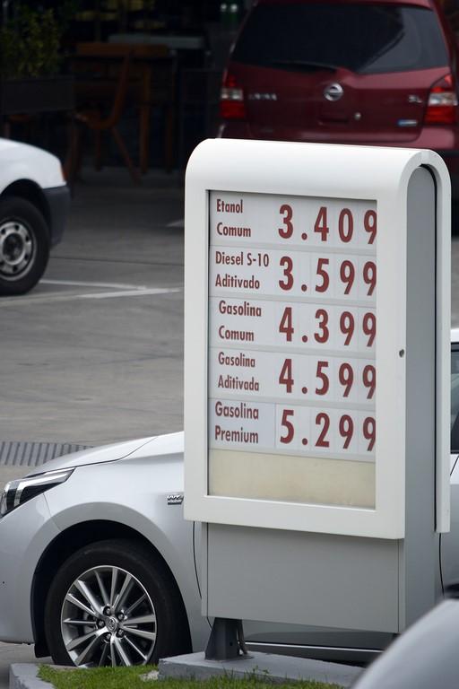 Os preços praticados nesta segunda-feira (Foto: Henrique Pinheiro)