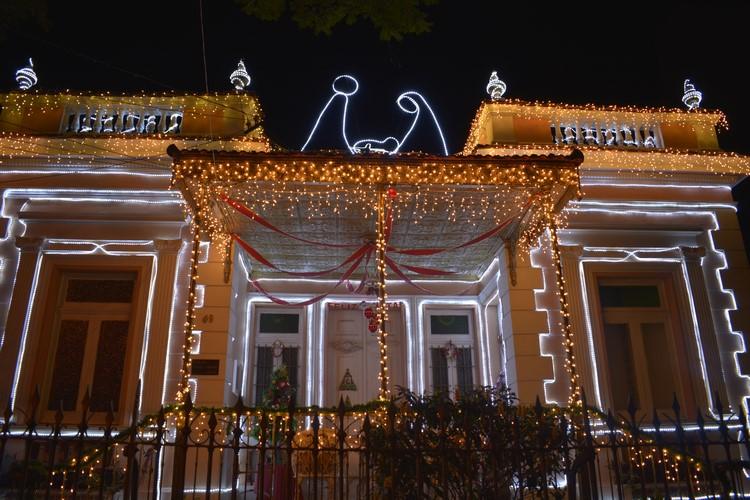 OSolar dos Celles Cordeiro iluminado para o Natal (Fotos: Henrique Pinheiro)