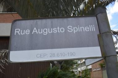A placa da rua (Fotos: Leo Arturius)