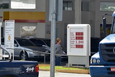 A gasolina acima de R$ 5 o litro (Fotos: Henrique Pinheiro)