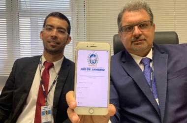 Rogério Cupti e Cássio Coelho apresentaram o aplicativo do Procon na última segunda-feira, no Rio (Foto: Divulgação)