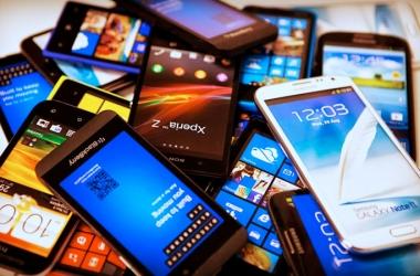 """Anatel continua a bloquear celulares """"piratas"""" no país"""