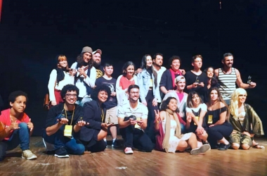 No palco, os premiados no festiva de esquete do ano passado (Foto: Reprodução Internet)