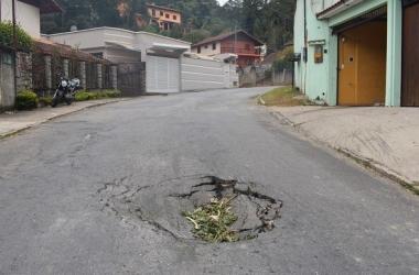 Nem operação tapa-buraco dá jeito no Parque D. João VI