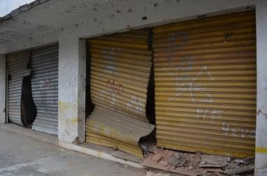 Imóveis foram interditados pela Defesa Civil e estão desocupados desde a tragédia de 2011 (Fotos: Henrique Pinheiro)
