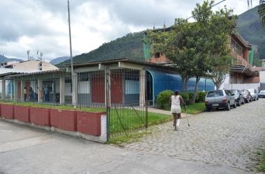 A atualização cadastral será feita diretamente nas unidades de saúde, como o Posto Tunney Kassuga, em Olaria  (Foto: Henrique Pinheiro)