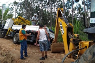Caminhão de telefonia tomba em Amparo