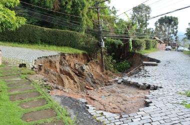 Chuvas: prefeito Renato Bravo decreta situação de emergência