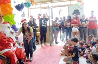 A festa reuniu funcionários, apoiadores e pais de alunos (divulgação)