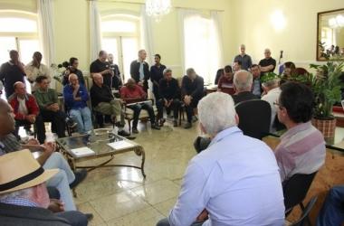 O prefeito Renato Bravo se reúne com líderes comunitários (Fotos: Rogério Dias e Henrique Pinheiro)