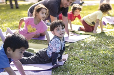 Crianças participam do Yoga Day no último sábado, no Country