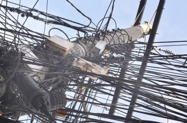 Conselho de Consumidores da Energisa discute emaranhado de fios nos postes