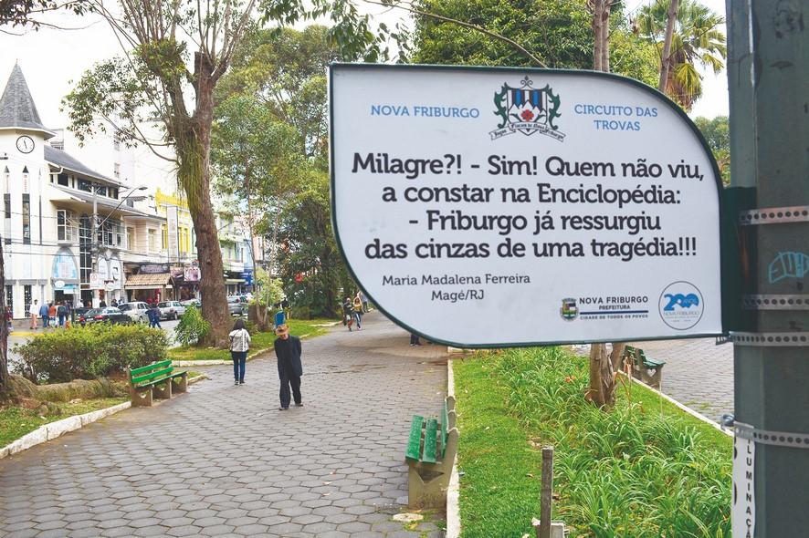 Poesia na Alameda das Trovas, na Praça Getúlio Vargas (Arquivo AVS)