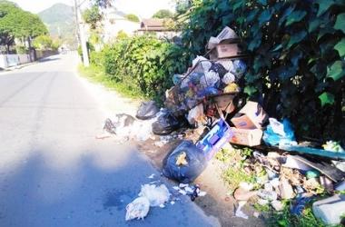 Lixo descartado de forma irregular em Lumiar (Foto de leitor)