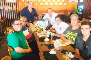A comitiva portuguesa participou de um encontro com o sambista Martinho da Vila  (Divulgação)