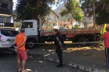 O caminhão envolvido no acidente (Foto: A VOZ DA SERRA)