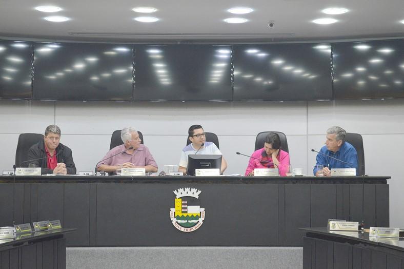 A CPI se reúne, sob a presidência do vereador Jonhnny Maycon (Foto: Marcio Madeira)