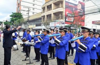 A banda em apresentação na cidade (Foto: Vinicius Eyer)