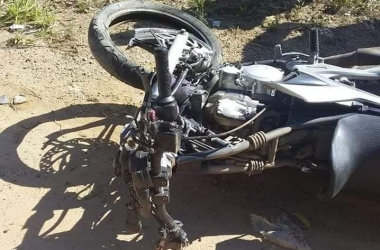 Motociclista de 28 anos morre em colisão na RJ-130