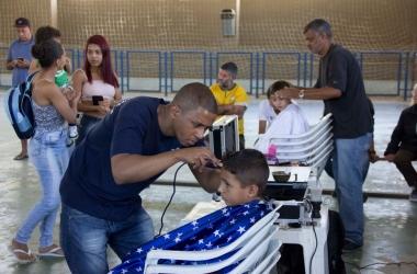 Corte de cabelo infantil estava entre os serviços oferecidos (Divulgação PMNF)