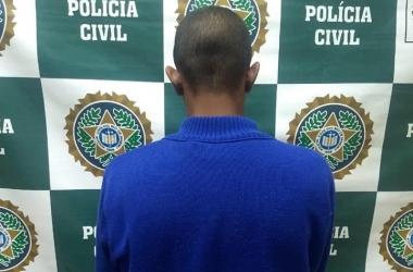 O homem preso, em foto divulgada pela Deam