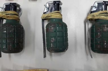 As granadas apreendidas no loteamento Tio Dongo (Foto: 11 BPM)