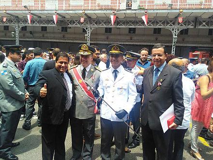Renato Bravo é condecorado com Medalha Mérito Avante Bombeiro