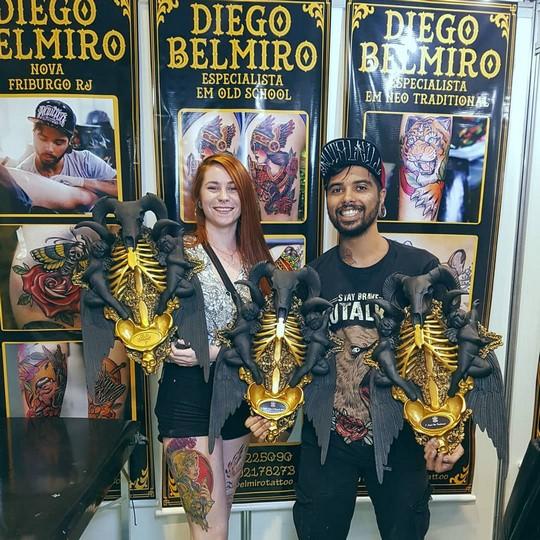 Cath e Diego com seus troféus (Divulgação)