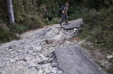 A situação da estrada de acesso ao pico (Fotos de leitor e do repórter Fernando Moreira)