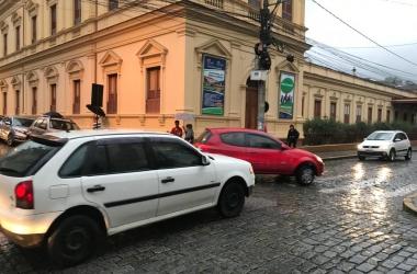 O perigoso cruzamento da Rua Augusto Spinelli com Monsenhor Miranda (Foto de leitor)