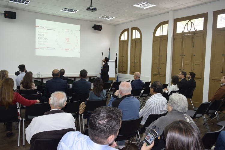 No encontro, os associados da Acianf puderam conhecer as novidades oferecidas por alguns bancos com agências no município (Divulgação)