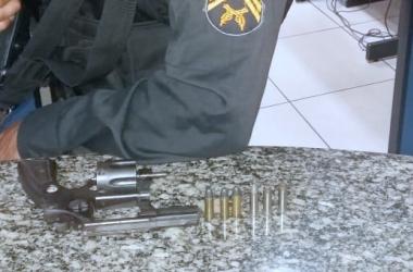 Arma encontrada em carro de suspeito no terra Nova
