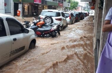 Correnteza na Rua Farinha Filho (Fotos de leitores)