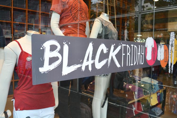 Black Friday aquece movimento no comércio friburguense