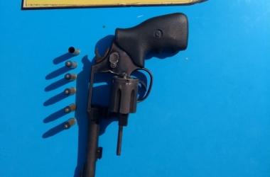 A arma deixada para trás pelos criminosos (Foto: 11 BPM)
