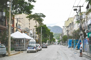 A principal avenida da cidade permanecerá o dia inteiro interditada no domingo e na terça-feira de folia (Arquivo AVS)