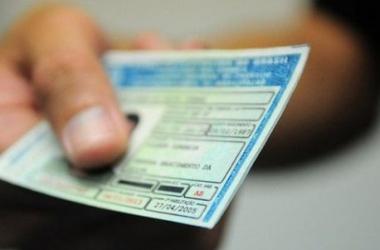 Detran promete regularizar salários no setor de Identificação Civil