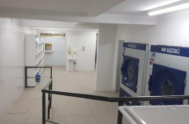 A lavanderia que, segundo o conselheiro Adriano Machado, não tem nem tomadas (Fotos: Adriano Machado)