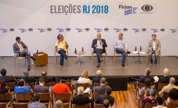 O candidato a vice Comte Bittencourt (ao microfone)defendeu a redistribuição do efetivo da PM no interior (Divilgação/ Vinicius Magalhães)
