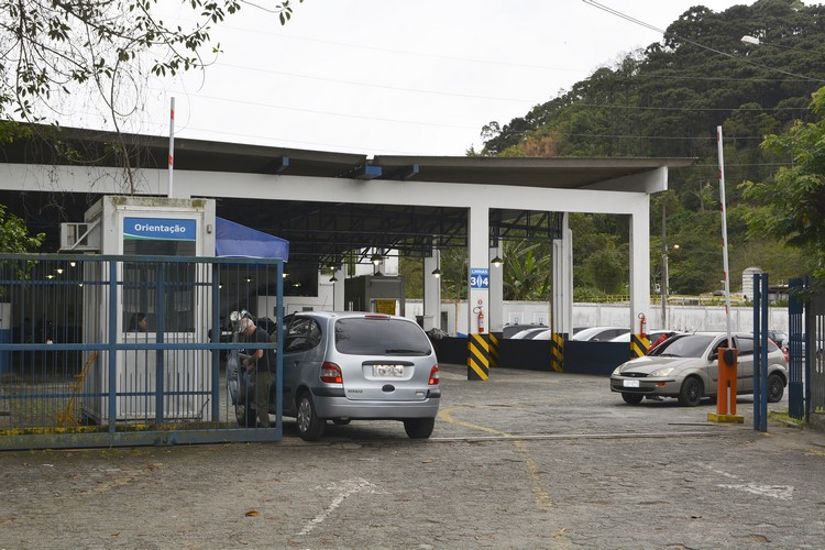 Paralisação de funcionários do Detran pega friburguenses de surpresa