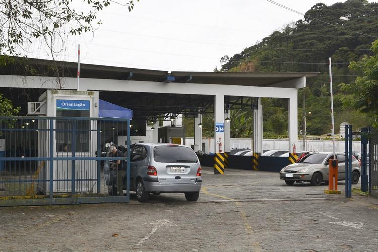 Motoristas reclamam de falta de vagas para vistoria no Detran-NF