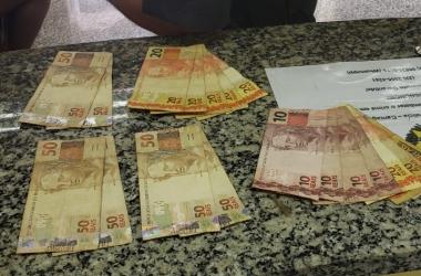 O dinheiro apreendido na lotérica (Foto: 11 BPM)