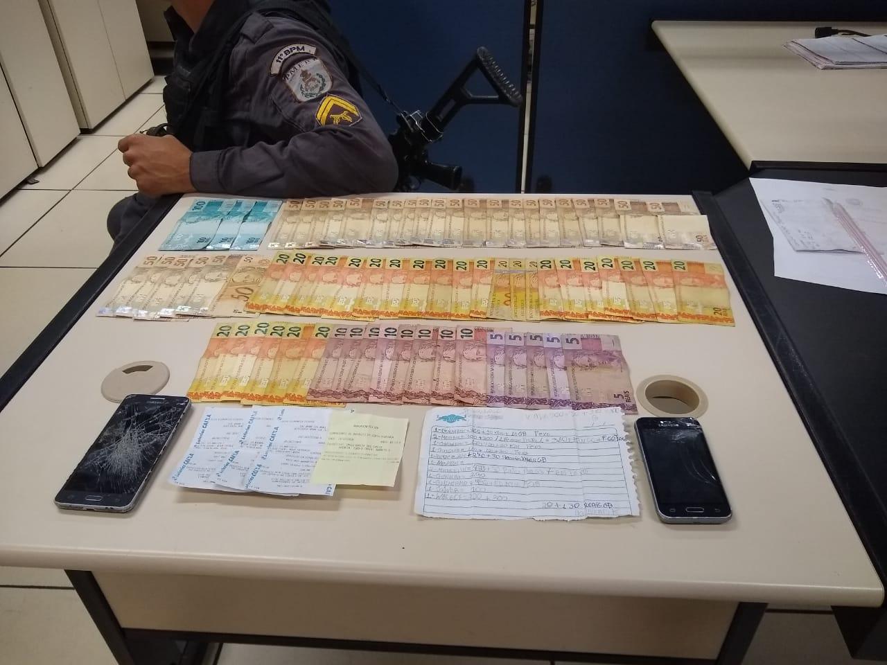PM apreende mais de R$ 2 mil e anotações do tráfico de drogas